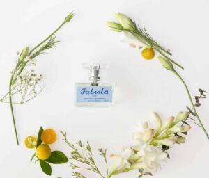 Perfume con aroma a nardos y jazmines con mandarina